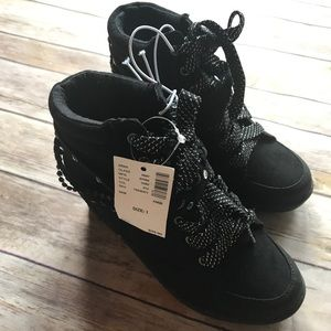 Justice Sz 1 BNWT Black Lace Up Wedge Sneakers